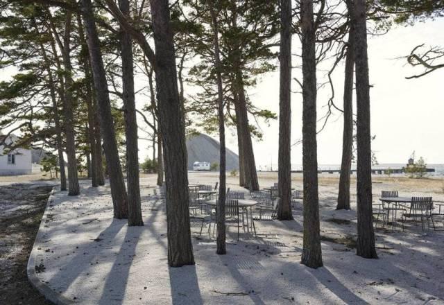 the-sun-dappled-tree-lined-terrace-of-fabriken-furillen-2012brphotography-by-peter-guenzel