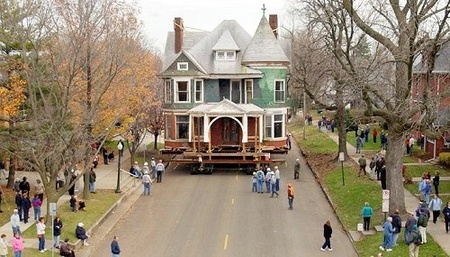 house-being-moved
