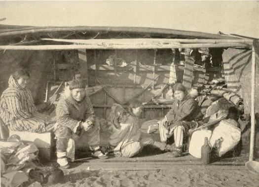 King_Island_natives_camped_on_beach_at_Nome.jpg