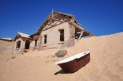 kolmanskop-teachers-house-bath-2